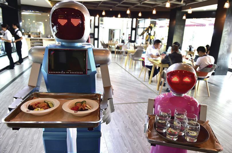 Robot waiters: Reuters/CSN
